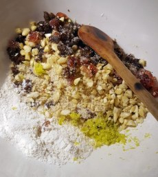 pudding-ingredients-in-bowl